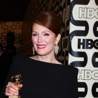 Golden Globes Maggie Smith Wins For Downton Abbey Julianne