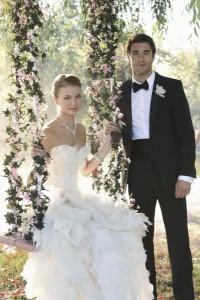 December 9, 2013 REVENGE Sets Up Its Midseason Finale: Emily & Aiden Proposal, Lydia Gets A Clue, Victoria a Wedding No-Show?
