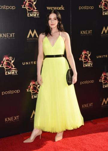 Y&R's Cait  Fairbanks a vision in yellow on the red carpet.