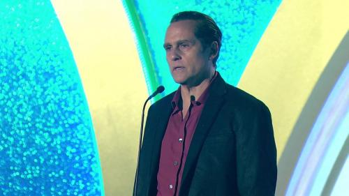 GH's Maurice Benard (Sonny) delivers an emotional speech following his Lead Actor victory.