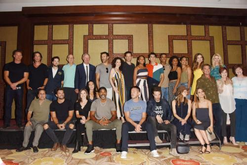 Before breaking off into autograph sessions, the cast in attendance posed for a group photo (Click on image to see entire group).