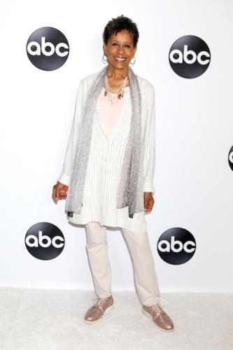 GH's Aunt Stella ... Daytime Emmy winner, Vernee Watson.