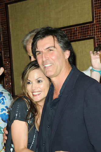 Former AMC stars: Terri Ivens and Vincent Irizarry hug it out.