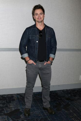 Dad-to-be, Darin Brooks (Wyatt).