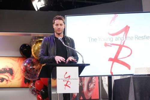 'This Is Us' star Justin Hartley returned to the set of Y&R to pay tribute to his former on-screen dad, Eric.