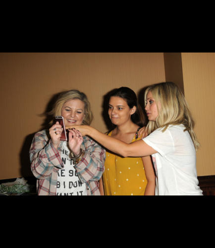 BFF's Kirsten Storms (Maxie) and Emme Rylan (Lulu) took pics with the attendees during their fun event.
